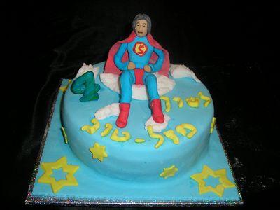 סופרמן עוגת יום הולדת לבנים