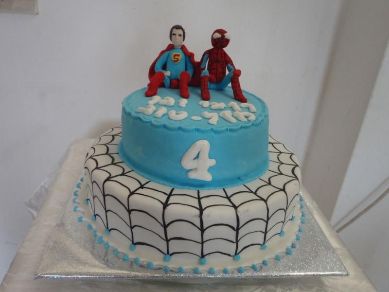ספיידרמן סופרמן עוגת יומולדת לבן