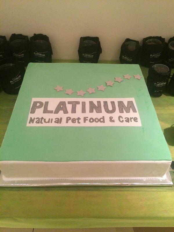 עוגה בגודל 60X60 לארוע מותג לבעלי חיים של חברת מחסני מזון לחיות