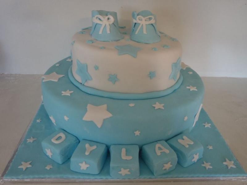 עוגה לברית מילה 2 'קומות נעליים מפוסלות