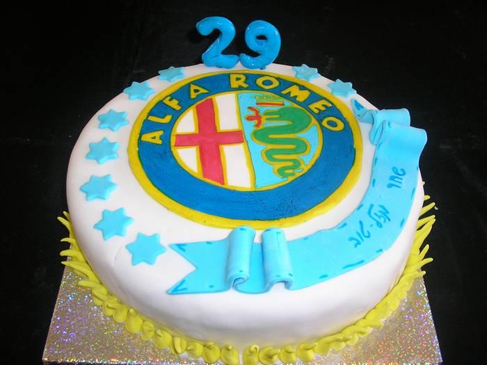 עוגה לחברה עם סמל אלפה רומאו