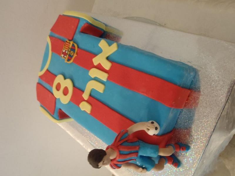 עוגה ליום הולדת חולצה כעוגה ברצלונה