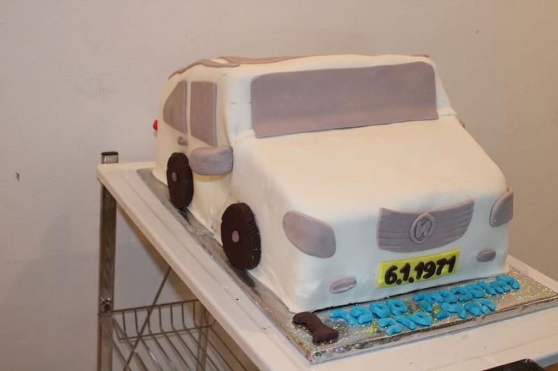 עוגה ליום הולדת מכונית כעוגה לבנה