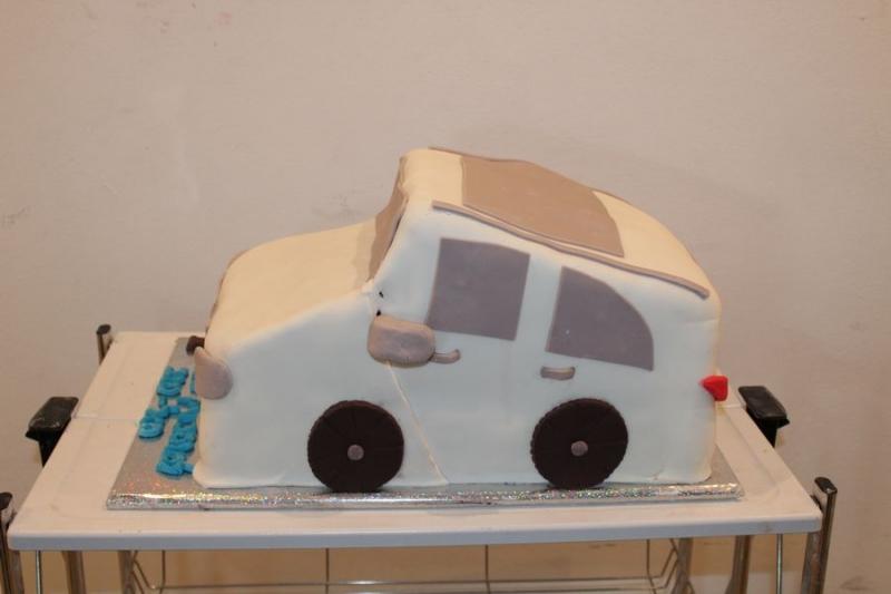 עוגה ליום הולדת מכונית כעוגה