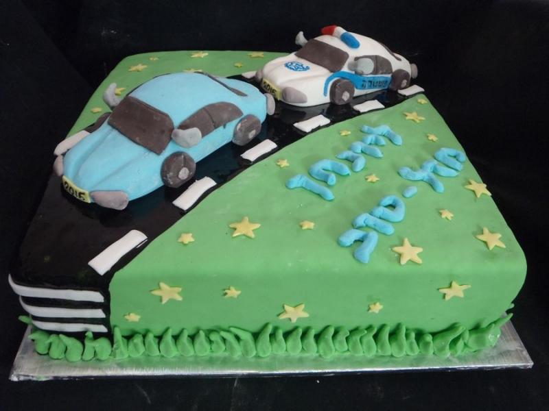 עוגה ליום הולדת מכונית משטרה במרדף