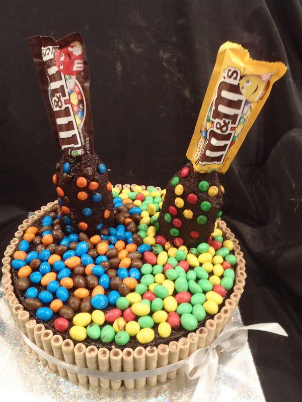 עוגה ליום הולדת מעוצבת עם סוכריות של mam