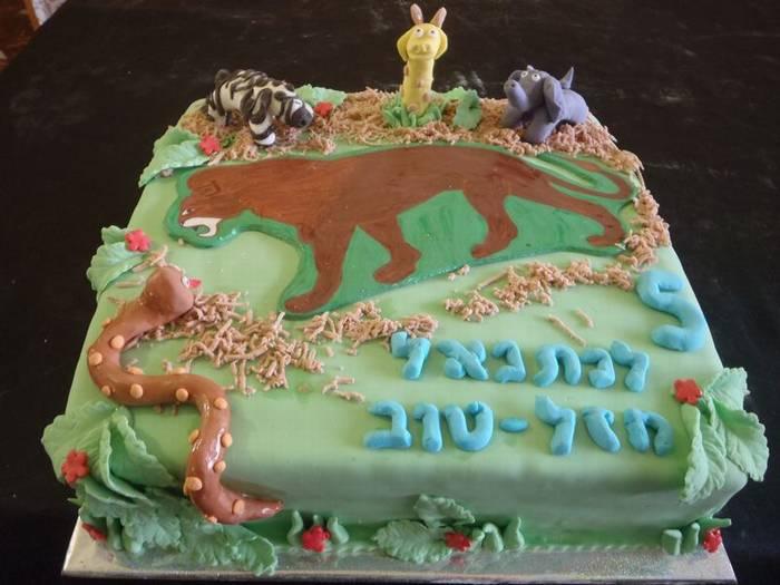 עוגה ליום הולדת מפוסלת גן חיות לבן