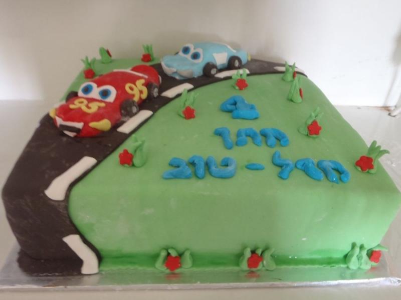 עוגה ליום הולדת מפוסלת ספידי וסאלי