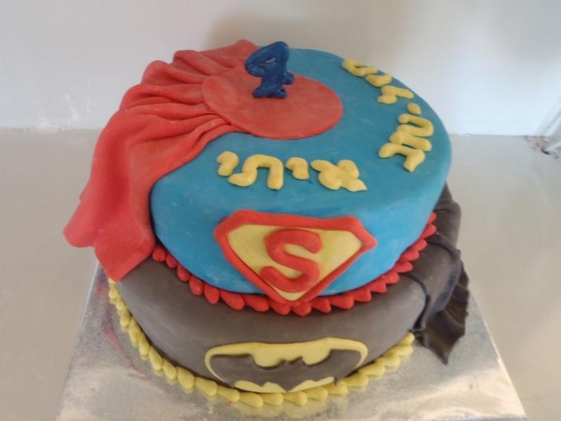 עוגה ליום הולדת מפוסלת ספיידרמן ו באטמן בנים