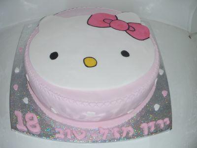 עוגה ליום הולדת ראש מעוצב כעוגה הלו קיטי