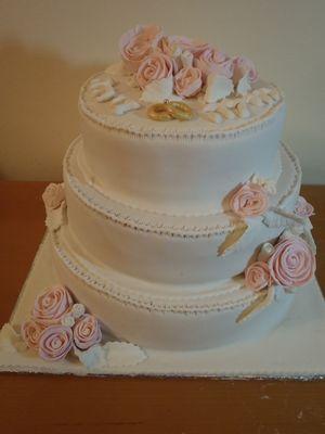 עוגת אירוסין 3 קומות שושנים