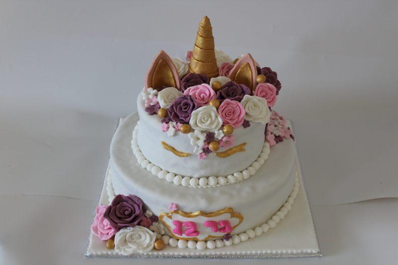 עוגת בת מצווה חד קרן עם שושנים מפוסלות
