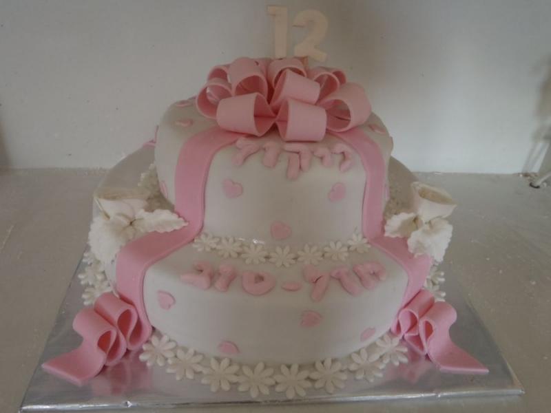 עוגת בת מצווה מתנה ו שושנים