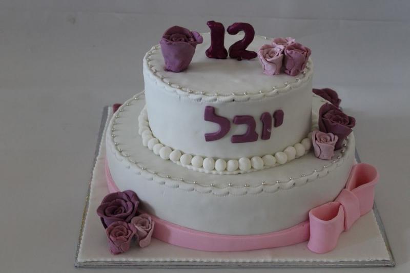 עוגת בת מצווה שושנים ופפיון