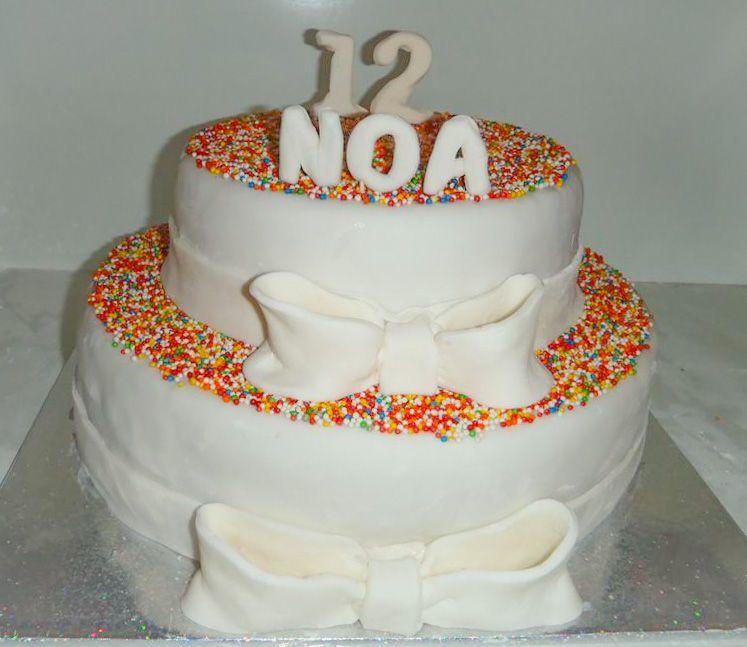 עוגת בת מצווה 2 קומות פפיון ו סוכריות ציבעוניות