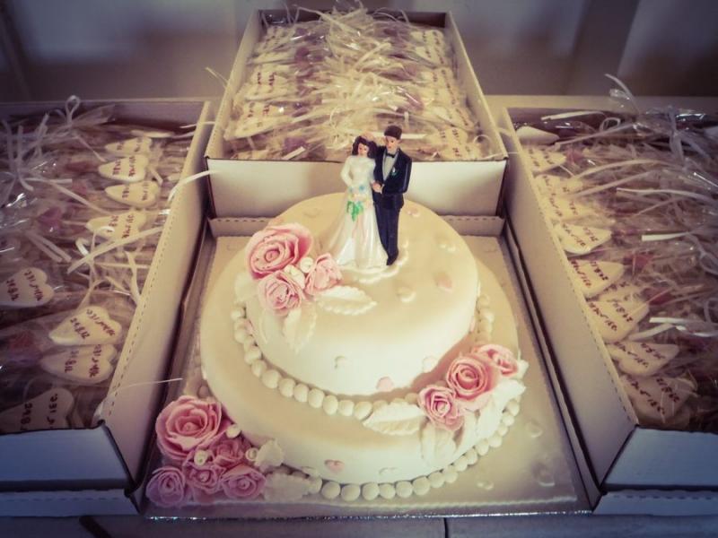 עוגת חתונה שושנים ו 400 סוכריות מתנה לאורחים