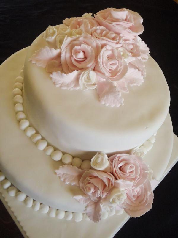 עוגת חתונה שושנים מפוסלות