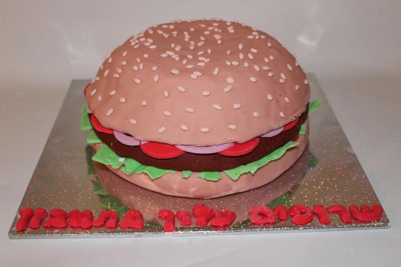 עוגת יום הולדת אמבורגר