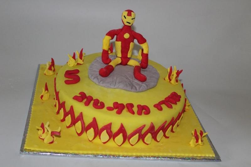 עוגת יום הולדת בנים איירומן מפוסל