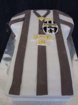 עוגת יום הולדת חולצה כעוגה יובנטוס