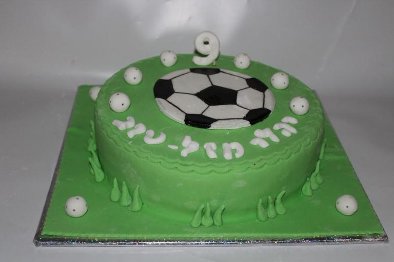 עוגת יום הולדת כדור כדורגל מעוצב