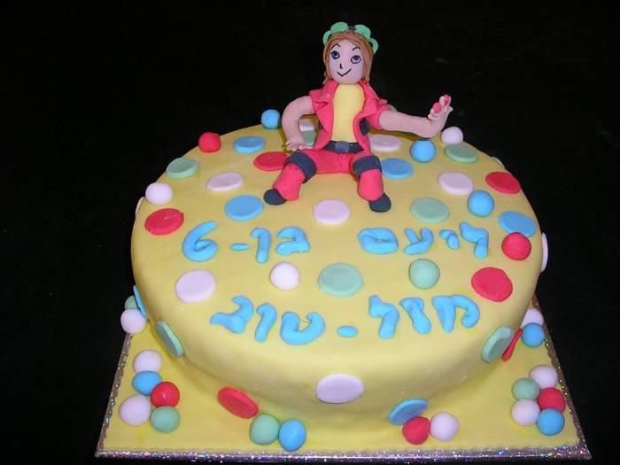 עוגת יום הולדת  לבנים בקוגן בפיסול