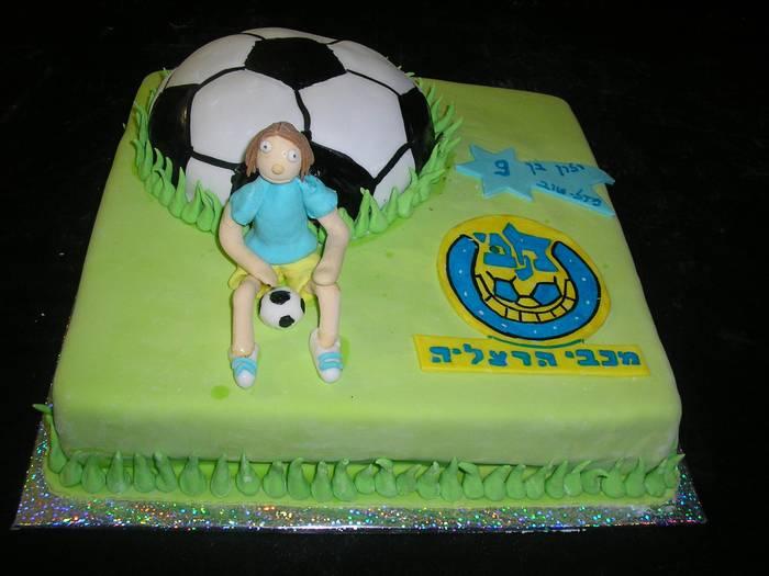 עוגת יום הולדת מכבי הרצליה עם כדור כדורגל כעוגה