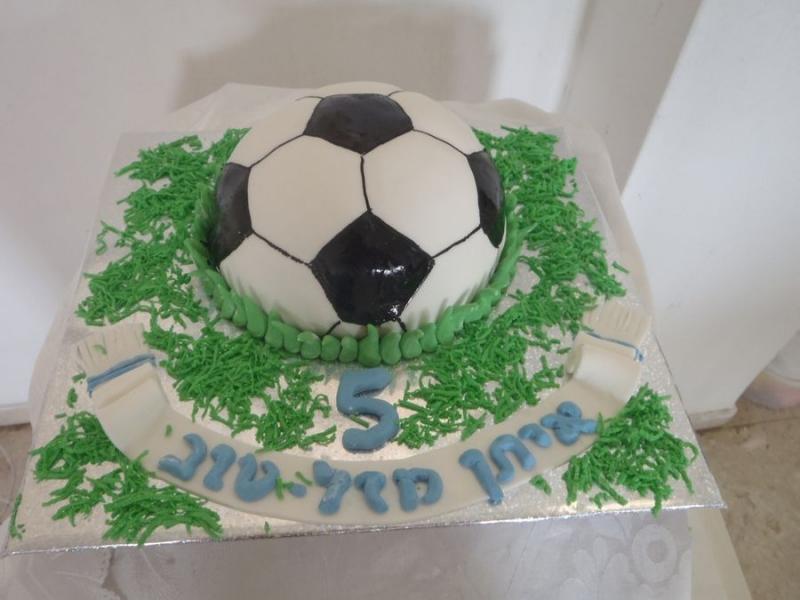 עוגת יום הולדת מעוצבת כדור כדורגל