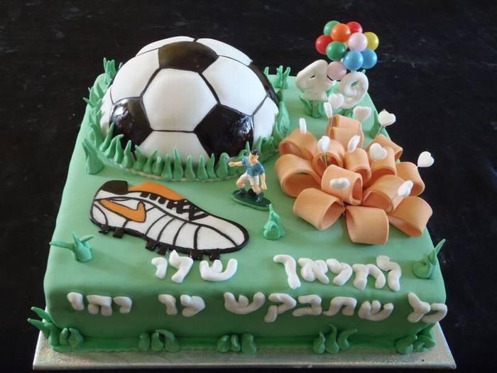 עוגת יום הולדת מתנה כדורגל נעל נייק