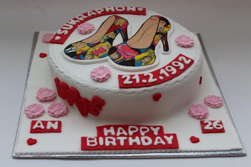 עוגת יום הולדת נעל עקב מצויירת
