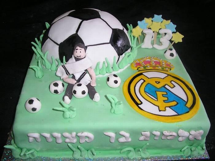 עוגת יום הולדת ריאל מדריד כדור כדורגל שחקן ולוגו
