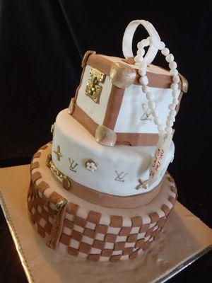 עוגת לואי וויטון 3 קומות מבט לאחור