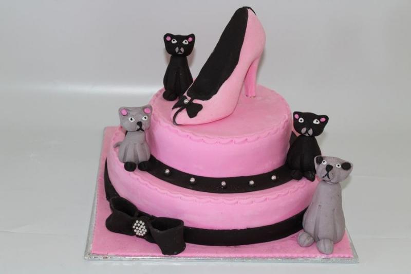 עוגת נעל מפוסלת עם חתולים