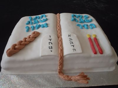 עוגת ספר תורה לחתן וכלת שבת