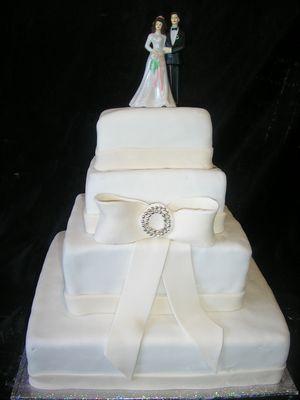 עוגת 4 קומות חתן כלה פפיון