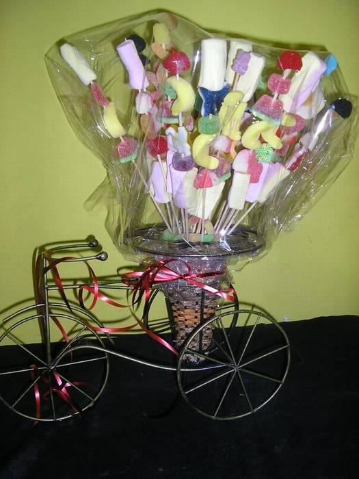 פלטת שיפודים מתוקים על אופניים ליום הולדת