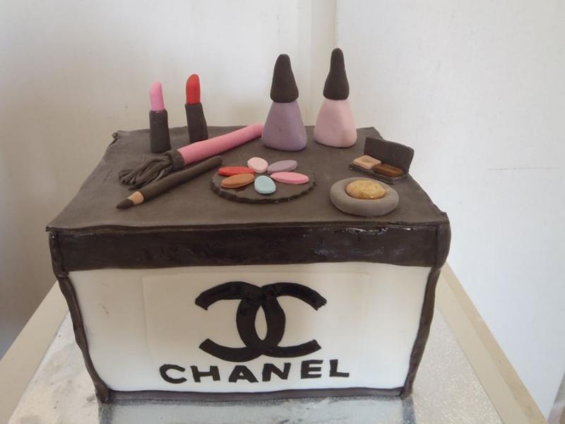 עוגת שאנל עם פפיון